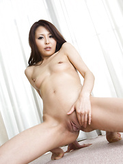 Sexy babe Arisa enjoys showing her hot body