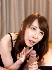 Sexy Kisaki Aya swallows cum after handjob