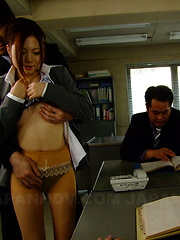 Iroha Kawashima pleases her boss with head