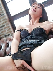 Izumi Manaka in black lingerie enjoys vibrator and sucks shlong
